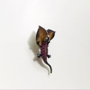 Lizard on leaves sterling silver pendant
